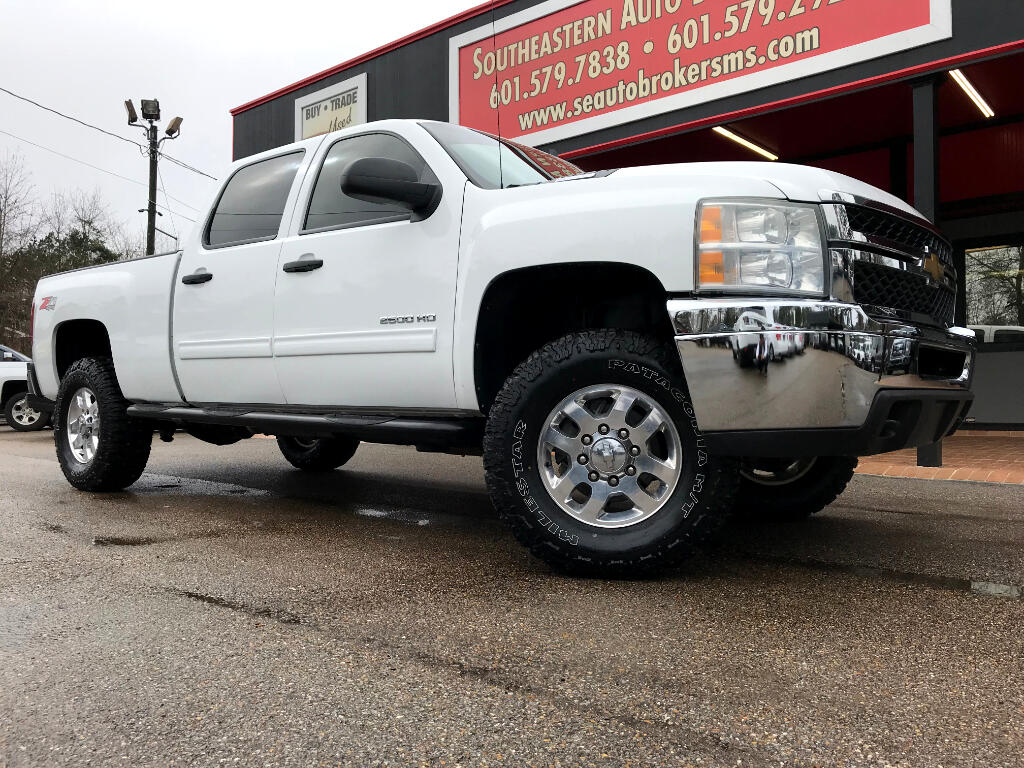 2011 Chevrolet Silverado 2500HD LT CREW CAB SHORT BED 4WD LEVELED
