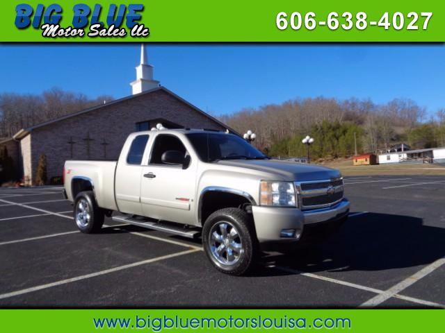 2007 Chevrolet Silverado 1500 LT2 Ext. Cab Short Box 4WD