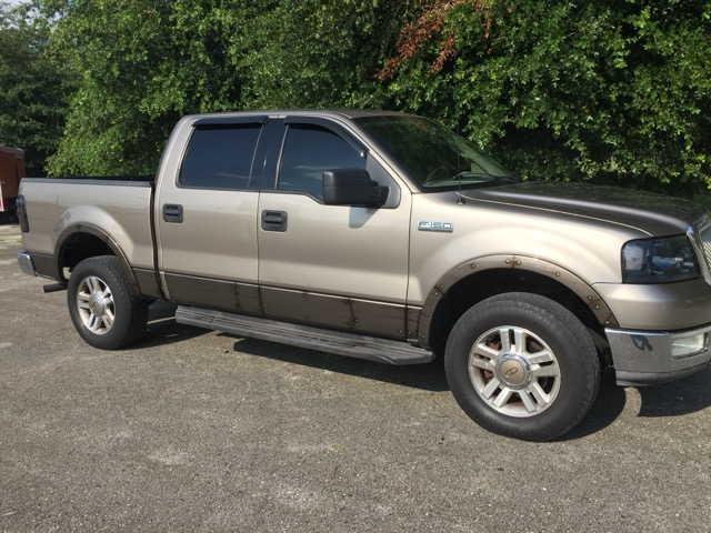 "2004 Ford F-150 4WD SuperCrew 139"" Lariat"