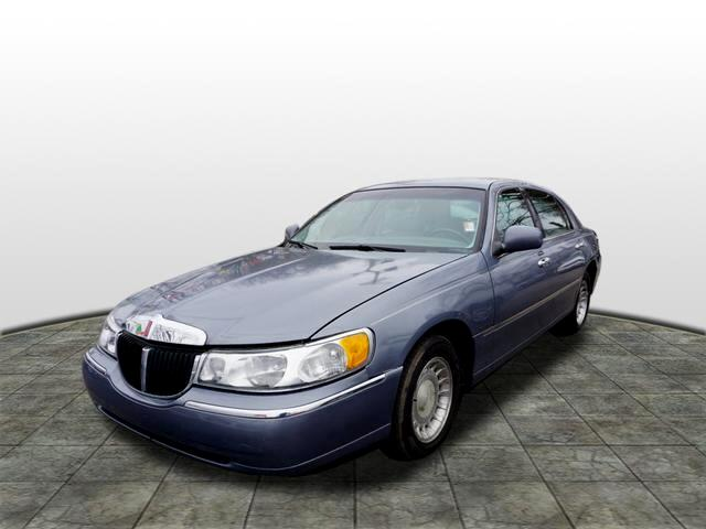 2000 Lincoln Town Car car for sale in Detroit