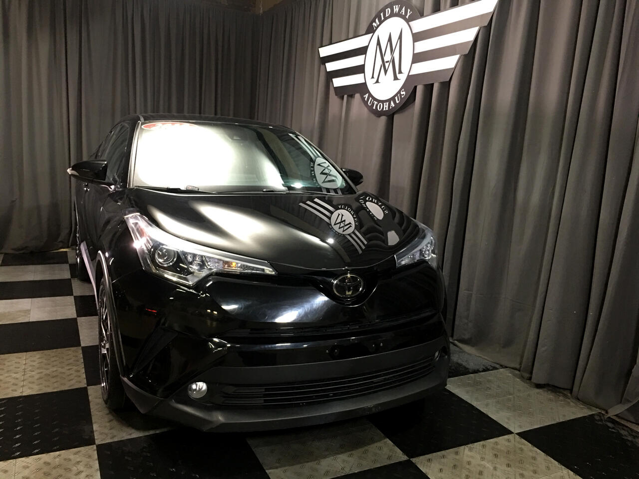 Pre-Owned 2018 Toyota C-HR XLE FWD (Natl)