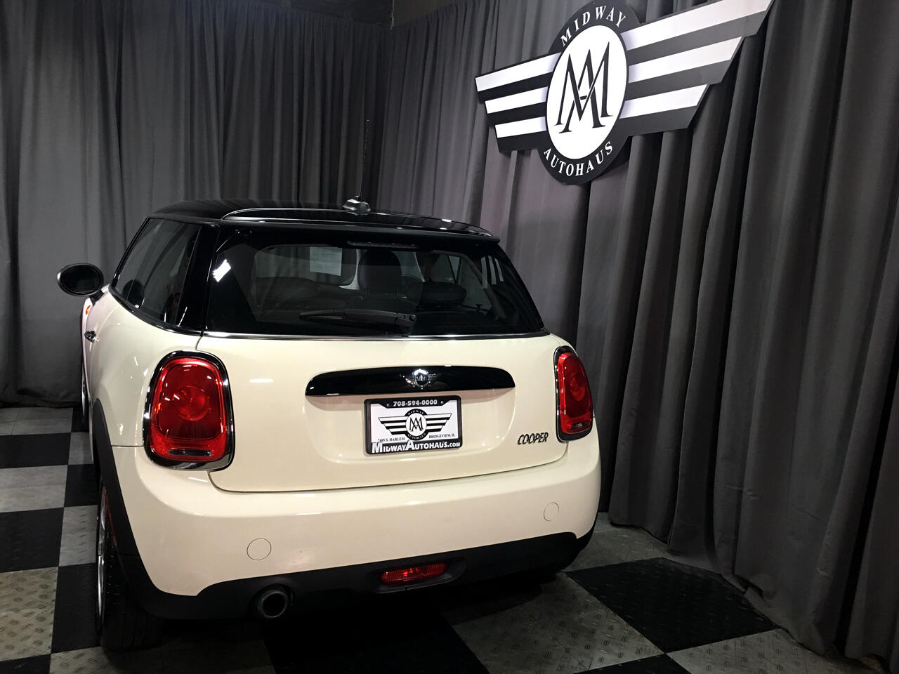 Pre-Owned 2017 MINI Hardtop 2 Door Cooper FWD
