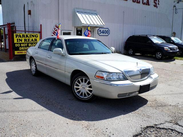 2006 Lincoln Town Car Visit Nicholsons College Cars online at wwwnicholsoncarscom to see more pic