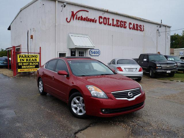2009 Nissan Altima Visit Nicholsons College Cars online at wwwnicholsoncarscom to see more pictur