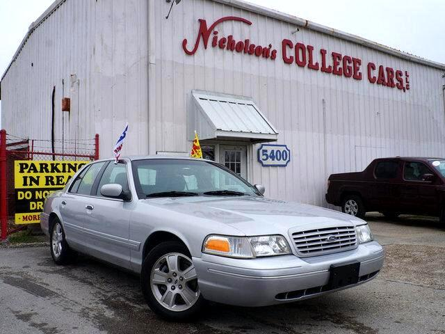 2003 Ford Crown Victoria Visit Nicholsons College Cars online at wwwnicholsoncarscom to see more