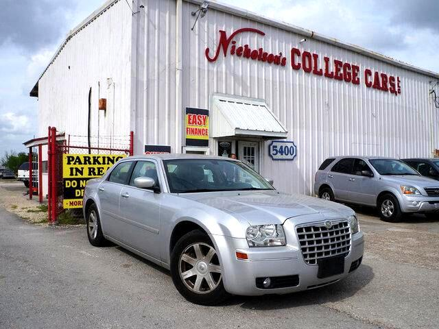 2005 Chrysler 300 Visit Nicholsons College Cars online at wwwnicholsoncarscom to see more picture