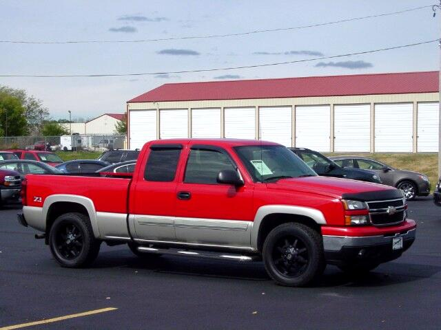 """2006 Chevrolet Silverado 1500 4WD Ext Cab 143.5"""" LT"""