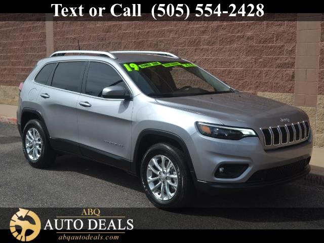 2019 Jeep Cherokee Make new friends with our 2019 Jeep Cherokee Latitude 4X4 thats dynamite in Bil
