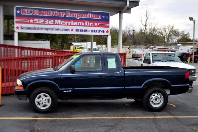 2000 Chevrolet S10 Pickup Ext. Cab 4WD