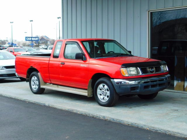 1998 Nissan Frontier XE King Cab 2WD