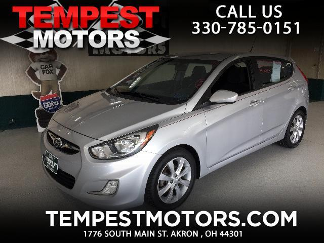 2012 Hyundai Accent SE 5-Door