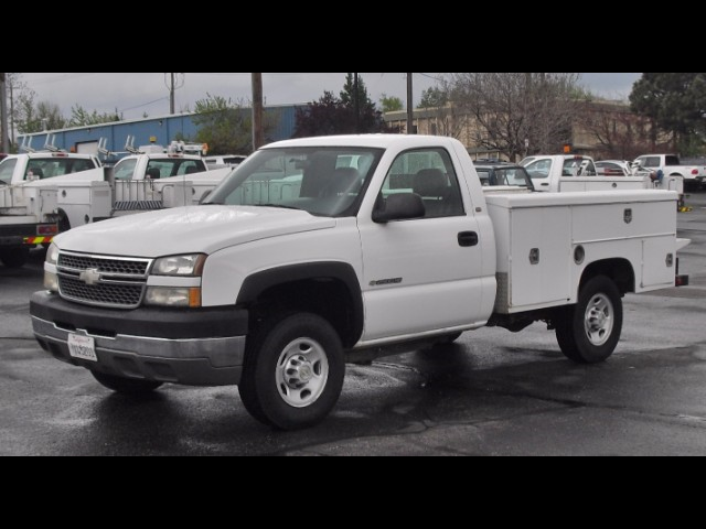 2005 Chevrolet Silverado 2500HD 8FT ENCLOSED SERVICE UTILITY TRUCK