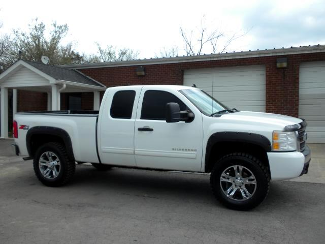 2010 Chevrolet Silverado 1500 CHECK OUT THIS SHARP CHEVY LIFTED 4WD SHARP WHEELS LIKE NEW TIRES A