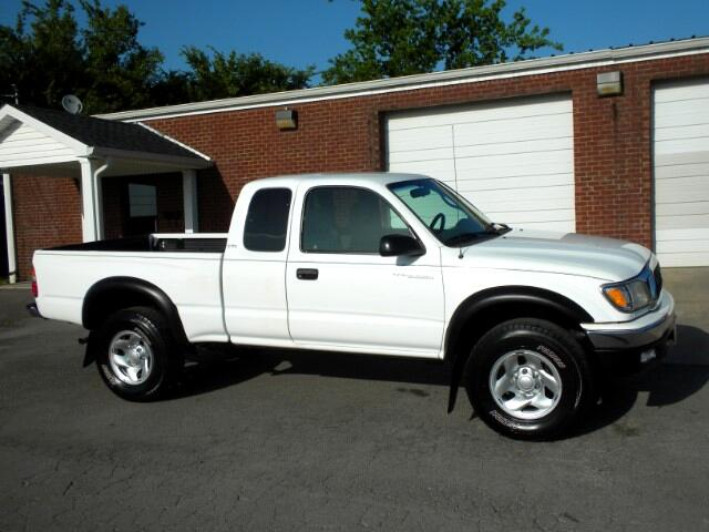 2004 Toyota Tacoma CHECK IT OUT 1 OWNER CLEAN CARFAX XTRACAB 5 SPEED MANUAL TRANSMISSION GOOD TI