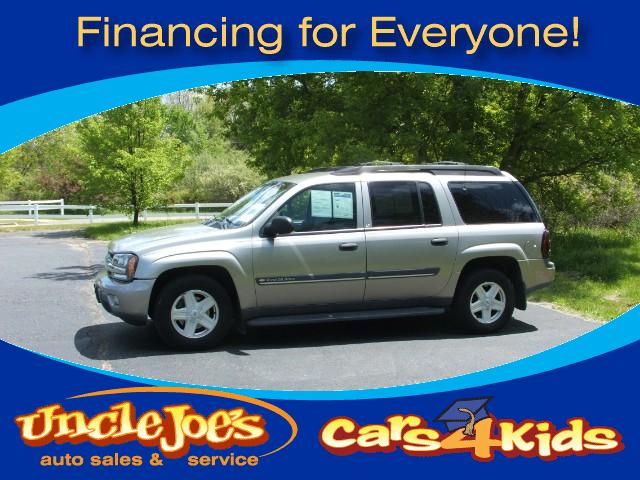 2002 Chevrolet TrailBlazer Lots of room for the kids and a four wheel drive clean car for the miles