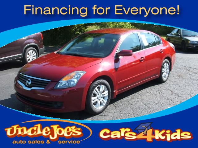 2009 Nissan Altima OMGyou simply put your foot on the brake kiss your wife or girl friend hit t