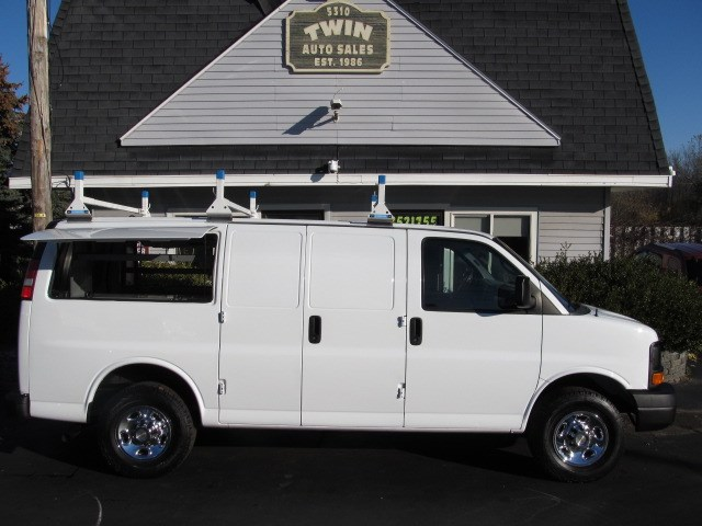2013 Chevrolet Express 3500 Cargo Van Side Access Panels Shelves Bins Lad