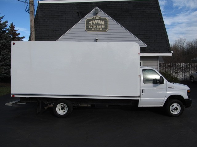 2017 Ford Econoline E350 SD 16' Cube Body Pull-out Ramp DRW