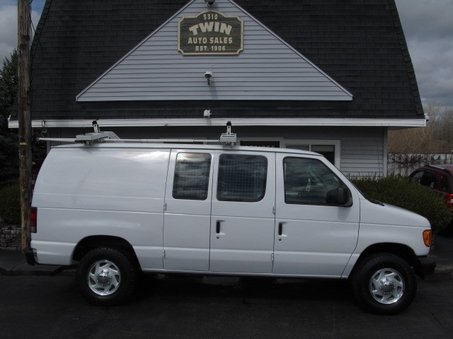 2006 Ford Econoline E-250 w/ Shelves,Bins,Ladder rack