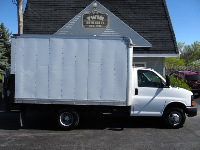 2012 Chevrolet Express G3500 12' Cube Body w/ Liftgate
