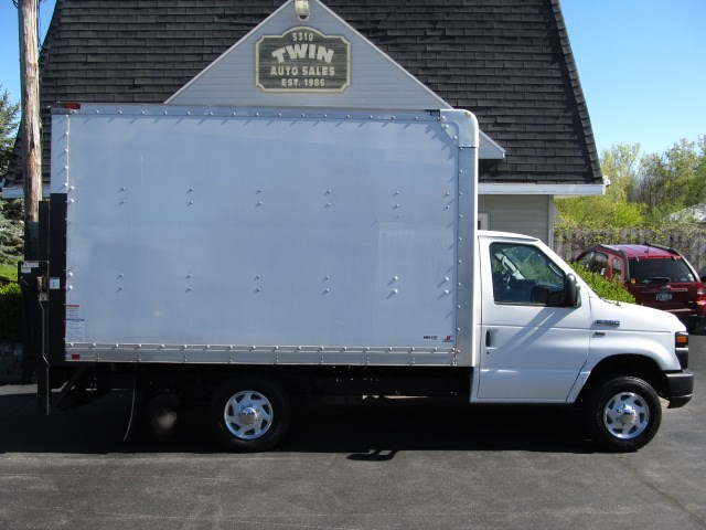 2012 Ford Econoline E-350 Super Duty  12' Cube Railgate Liftgate