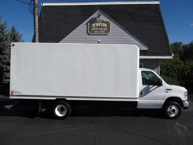 2016 Ford Econoline E-350 Super Duty  16' Cube  Pull-out Ramp