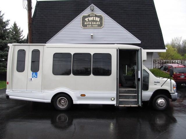 2012 Ford Econoline E450  13-Passenger Shuttle Bus   Wheelchair Lift