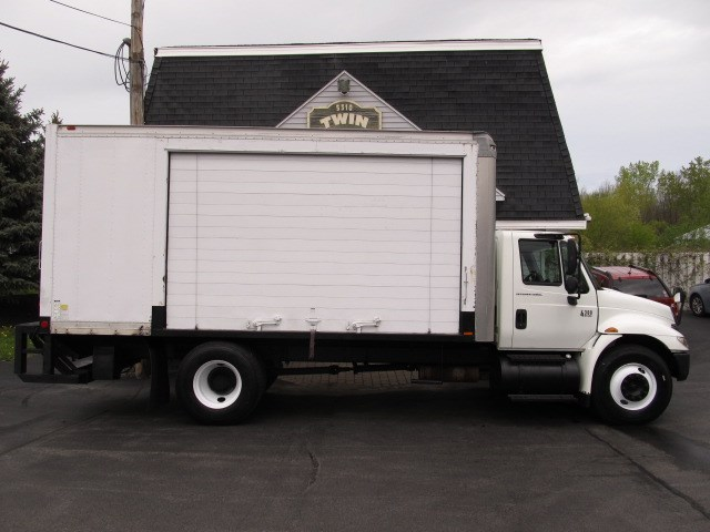 2006 International 4300 18' Box  Roll-up Side Door  Pre-Emissions, NO DEF