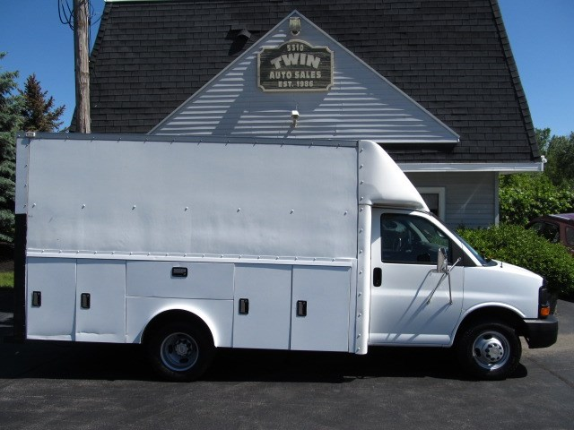 2004 Chevrolet Express G3500 14' Enclosed Utilitly Cube