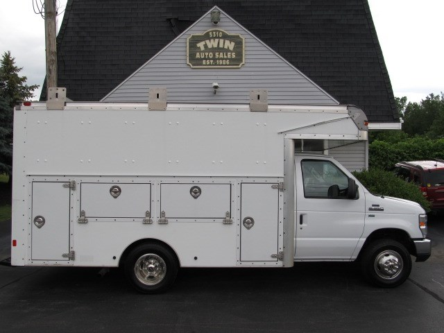 2011 Ford Econoline E-350SD 14' Enclosed Utility  Ladder Rack