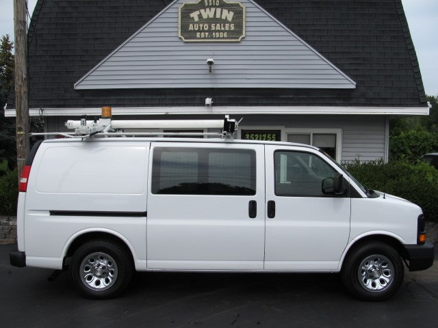 2009 Chevrolet Express 1500 Cargo Van Shelves Bins Ladder Rack