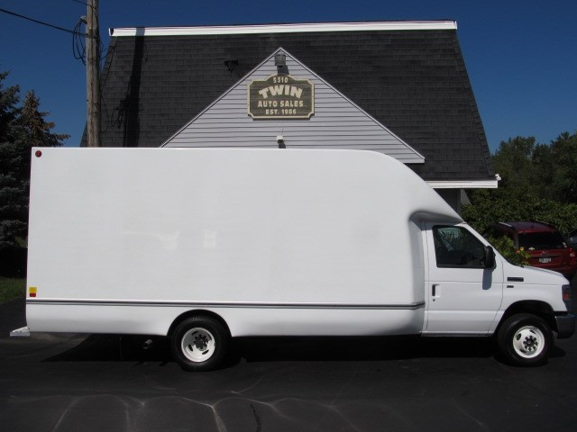 2016 Ford Econoline E-350 Super Duty  16' Unicell Aerocell body