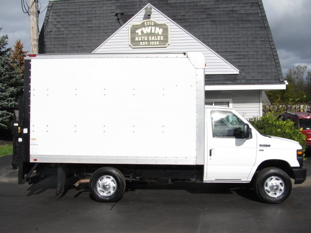 2011 Ford Econoline E-350 SD 10' Box Lift Gate
