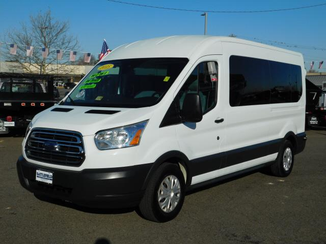 2015 Ford Transit 350 Wagon Med. Roof XLT w/Sliding Pass. 148-in. WB