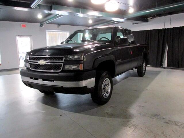 2005 Chevrolet Silverado 2500HD Work Truck Ext. Cab Short Bed 4WD