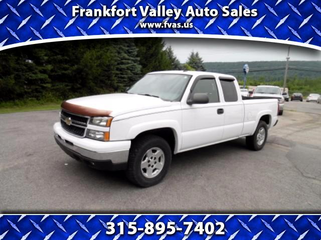 2007 Chevrolet Silverado Classic 1500 Work Truck Ext. Cab Long Box 4WD