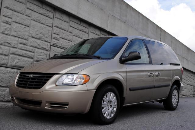 2005 Chrysler Town  Country This 2005 Chrysler Town  Country is a great vehicle Power seats auto-