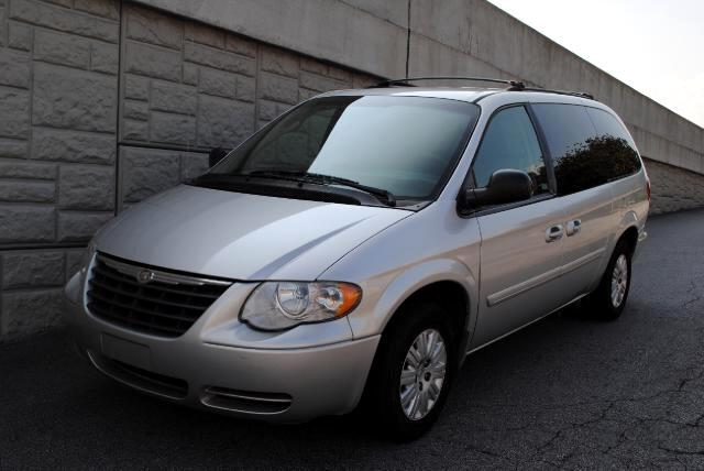 2007 Chrysler Town  Country This 2007 Chrysler Town  Country is a great vehicle Power seats auto-