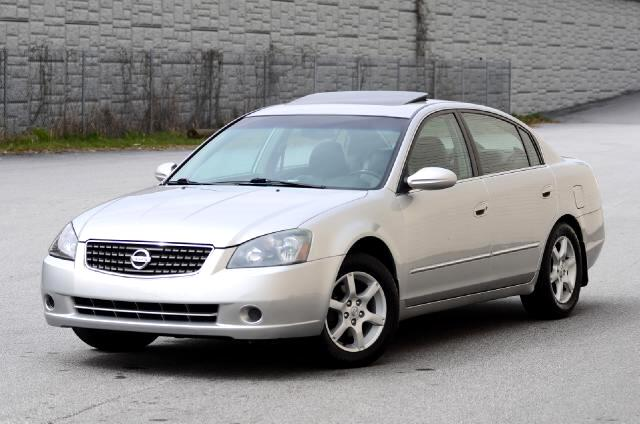 2005 Nissan Altima Olympic Auto Sales Presents to you today a 2005 Nissan Altima 25 SL This is one