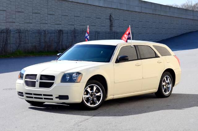 2005 Dodge Magnum Olympic Auto Sales presents to you a 2005 white Dodge Magnum Wagon Even though th
