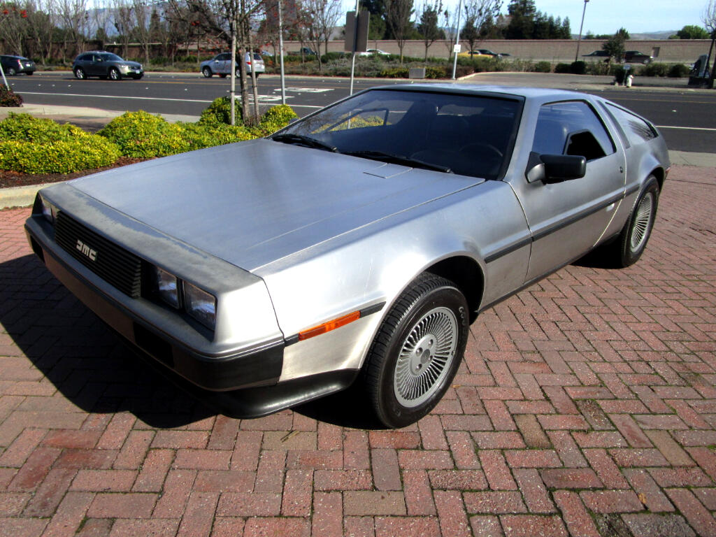 1981 DeLorean DMC-12 GULL WING BACK TO THE FUTURE