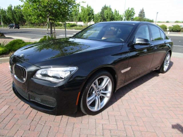 2013 BMW 750i BMW FINANCIAL LEASE RETURN IN BRAND NEW CONDITIONALL FACTORY PAINTNON SMOKERCLE