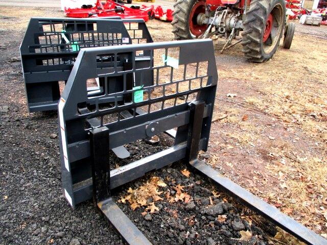 2017 Massey Ferguson Farm WOODS PALLET FORKS
