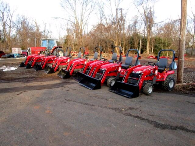 2015 Massey Ferguson Farm GC1705 WITH LOADER