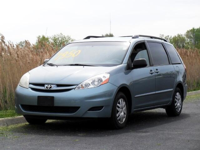 2006 Toyota Sienna LE 7-Passenger Seating