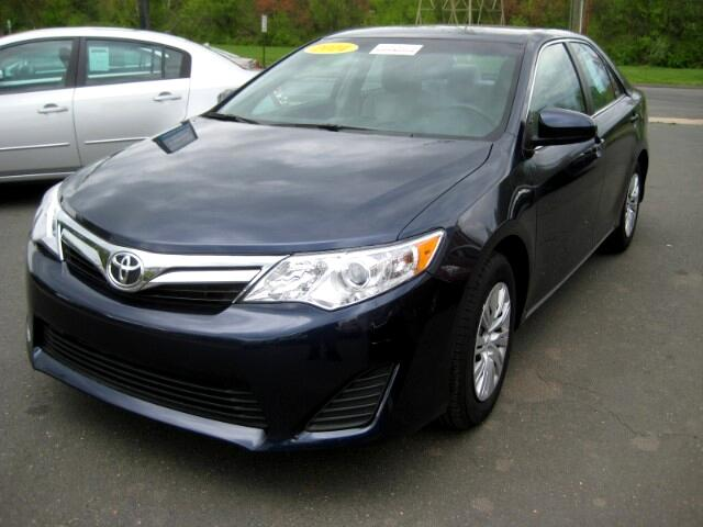 2014 Toyota Camry LE 6-Spd AT