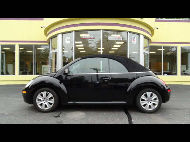 2009 Volkswagen New Beetle S PZEV CONVERTABLE **LEATHER**LOW MILES**