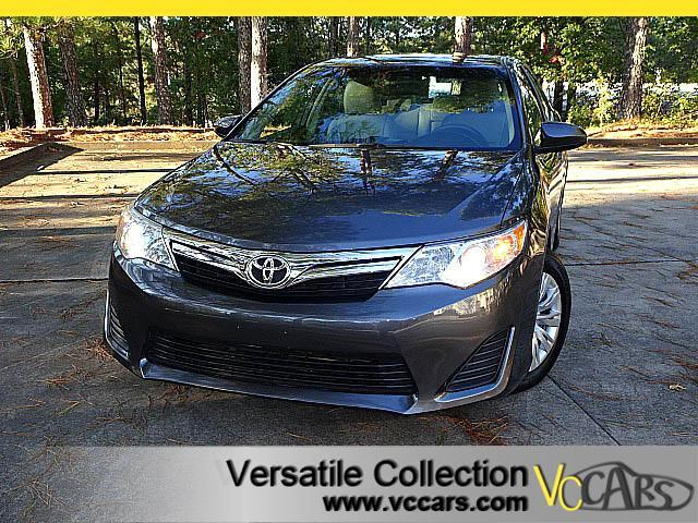 2014 Toyota Camry LE with LEATHER SEATS BACK UP CAMERA XM BT