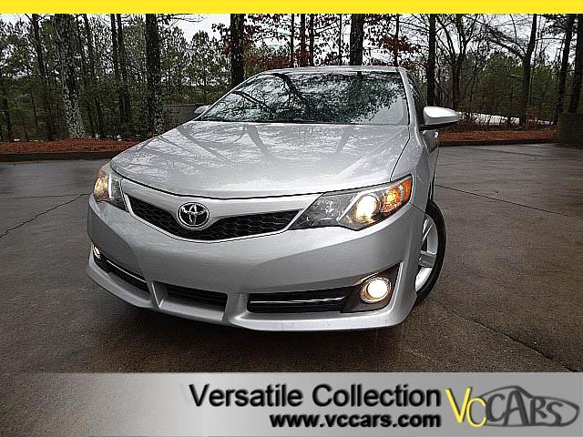2014 Toyota Camry SE with LEATHER HEATED SEATS