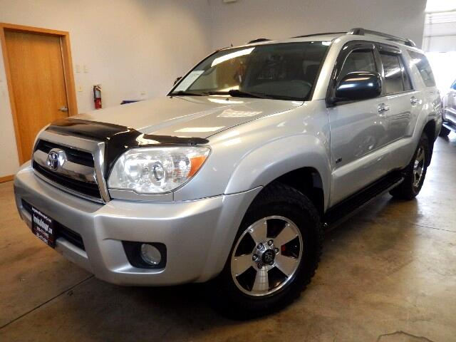 2006 Toyota 4Runner SR5 with Leather, Sunroof and Rear DVD